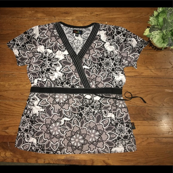 a7306a817f2 🖤Peaches floral black white grey scrub top